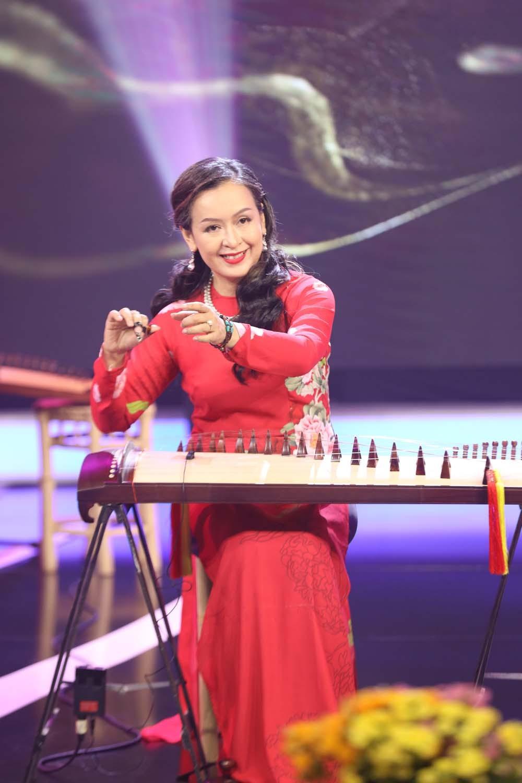 nsut-hai-phuong-tren-san-khau-2-1621956586.jpg