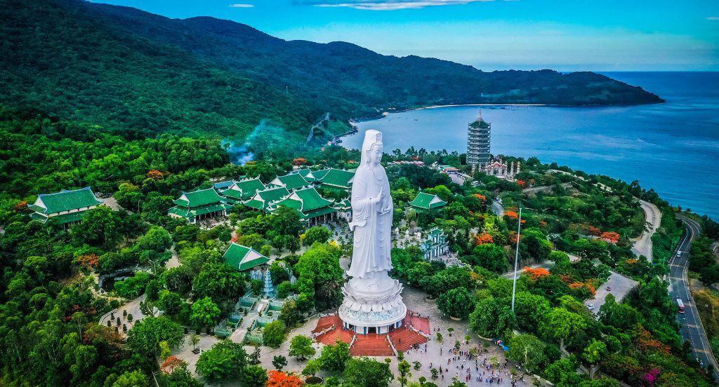 chua-linh-ung-chon-binh-yen-giua-long-da-nang-013-2-1024x576-1-1625410748.jpg