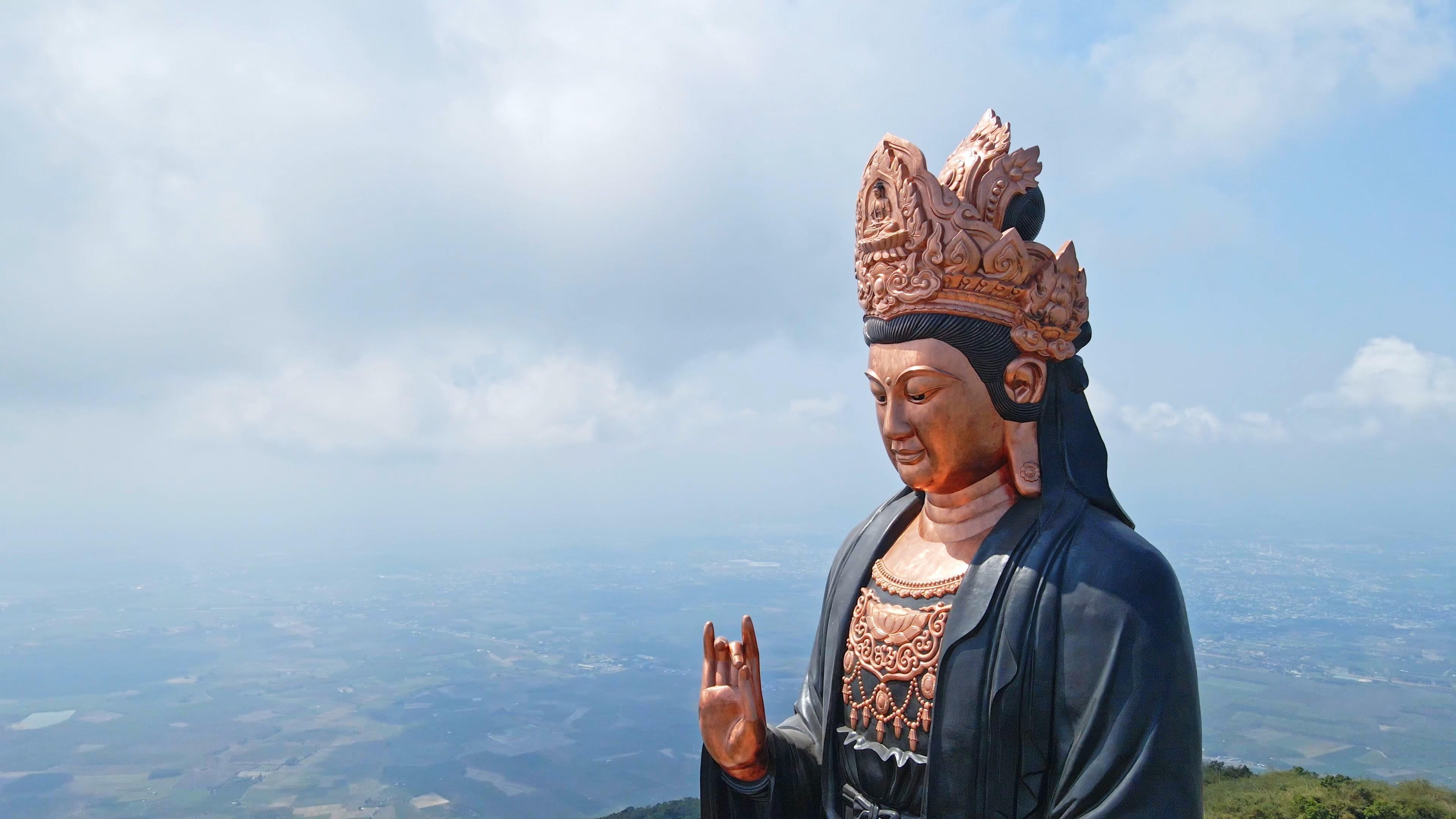 nui-ba-den-khong-nhac00-03-19-00still014-1630886595.jpg