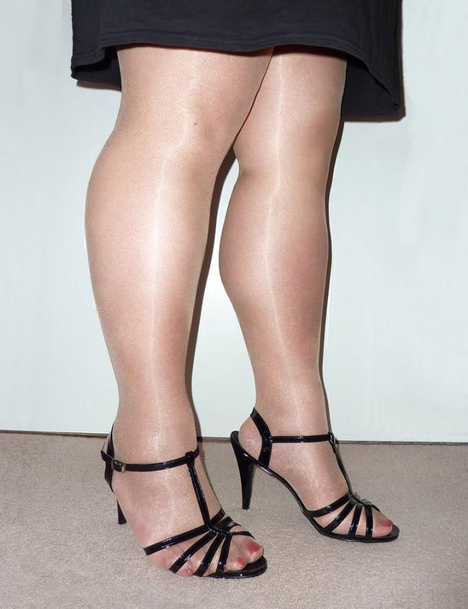 12-thick-nylon-tights-1423-1630935435-1632466349.jpg